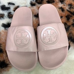 Woman pink Tory Burch slides